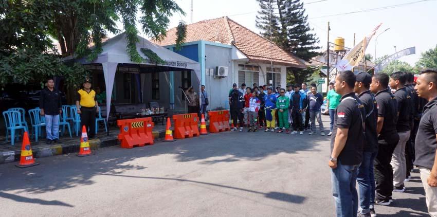 KEJURDA - Bupati Sidoarjo, Saiful Ilah membuka acara Kejurda Auto Slalom Piala Bupati Sidoarjo di Dishub Pemkab Sidoarjo, Minggu (29/09/2019)