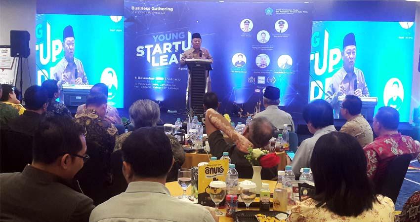 TANDA TANGAN - Bupati Sidoarjo, Saiful Ilah menandatangi program layanan baru Prime Service DPMPTSP di Luminor Hotel, Rabu (04/12/2019)