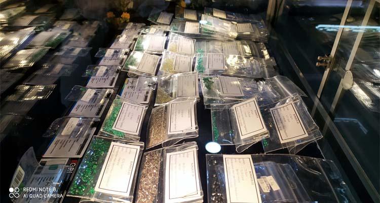 DILELANG - Penyelundupkan 24 bungkus Gem Stone berupa Emerald, Berlian, dan Berlian Hitam yang dibawa menumpang pesawat Air Asia QZ-321, MMS warga India senilai Rp 1,59 miliar dilelang KPPBC Tipe Madya Pabean Juanda, Senin (23/12/2019)