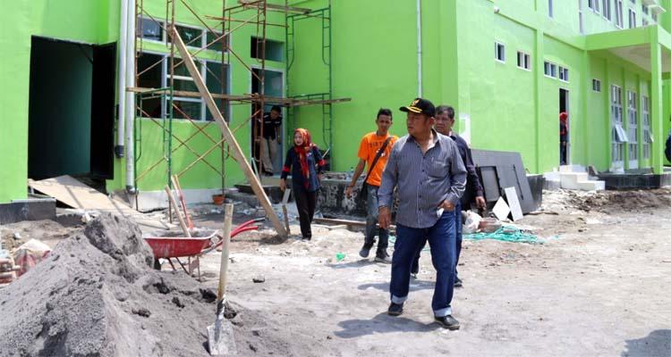 SIDAK - Bupati Sidoarjo, Saiful Ilah didampingi sejumlah Kepala Organisasi Perangkat Daerah (OPD) menggelar sidak sejumlah proyek fisik bernilai miliaran rupiah, Minggu (29/12/2019)