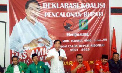 PAPARAN - Bacabup Sidoarjo, M Bahrul Amig memberikan paparan di hadapan para relawannya, kader PDIP dan PPP saat deklarasi di kantor DPC PDI Perjuangan Sidoarjo, Rabu (8/1/2020) sore