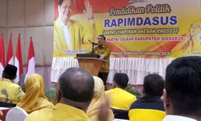 SAMBUTAN - Ketua DPD Partai Golkar Sidoarjo, Warih Andono memberikan sambutan dalam acara Rapat Pimpinan Daerah Khusus (Rapimdasus) penyampaian visi dan misi Bacabup dan Bacawabup Sidoarjo dari Partai Golkar di Sun City Hotel, Minggu (19/1/2020)