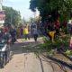 Petugas Kerja Bakti Normalisasi Wilayah Terdampak Puting Beliung di Krian