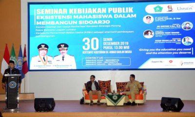 BERSAMA - Bupati Sidoarjo, Saiful Ilah berfoto bersama para narasumber dan peserta seminar Kebijakan Publik di Aula Umsida Sidoarjo, Senin (30/12/2019)