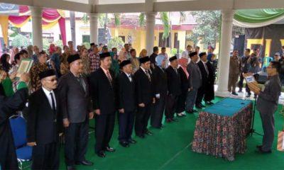 Pelaksana Tugas Kecamatan Tulangan, Hary Nopsijadi melantik 11 Pejabat Kepala Desa (gus)