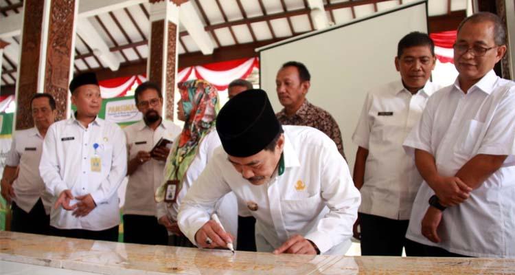 RESMIKAN - Wabup Sidoarjo, Nur Ahmad Syaifuddin meresmikan 41 proyek Pamsimas yang didanai APBN dan APBD Tahun 2019 senilai Rp 7,5 miliar di Pendopo Delta Wibawa, Rabu (19/2/2020)