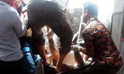 Jenazah korban dievakuasi dari dalam sumur, dan dilarikan ke RS.Bhayangkara Pusdik Gasum untuk divisum (gus)