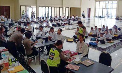 TINGGI - Sebanyak 488 pendaftar Polri memadati Aula Mako Polresta Sidoarjo Jalan Cemengkalang, Sidoarjo, Kamis (19/03/2020)