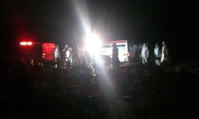 DIMAKAMKAN - Dua korban Covid-19 warga asal Kecamatan Buduran dan Sukodono dimakamkan dalam satu liang di TPU Delta Praloyo, JL Lingkar Timur, Desa Gebang, Kecamatan Sidoarjo dalam satu liang, Sabtu (28/03/2020) malam