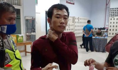 GAGAL - Tersangka Angga Udayana (28) warga Desa/Kecamatan Buduran gagal menyelundupkan 200 butir pil ekstasi ke dalam Lapas Porong diamankan petugas Lapas dan Polsek Porong bersama barang buktinya, Senin (30/03/2020) malam