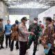 PESAN APD - Kepala Dinas Kesehatan (Dinkes) Pemkab Sidoarjo, dr Syaf Satriawarman memesan langsung Alat Pelindung Diri (APD) ke sejumlah perusahaan didampingi Forkopimda Sidoarjo, Kamis (2/4/2020)