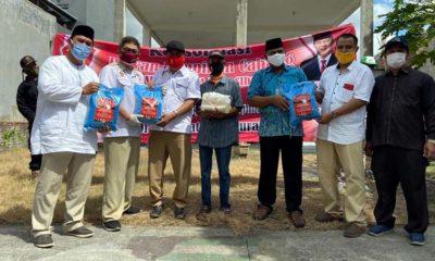 SEMBAKO - Bacabup Sidoarjo, Bambang Haryo Soekartono (BHS) bersama pengurus DPC Partai Gerindra, anggota DPRD Sidoarjo, DPRD Propinsi Jatim dan DPR RI Fraksi Gerindra membagikan 545 paket sembako ditambah 180 paket sebagai bentuk kepedulian dampak Covid-19, Minggu (10/5/2020)