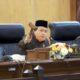 SAHKAN - Ketua DPRD Sidoarjo, Usman mengesahkan Perda Sistem Online Pajak Daerah dalam sidang Paripurna di DPRD Sidoarjo, Kamis (11/6/2020)