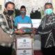 BANTUAN - Plt Bupati Sidoarjo, Nur Ahmad Syaifuddin menyerahkan bantuan masker di Balongbendo beberapa waktu lalu