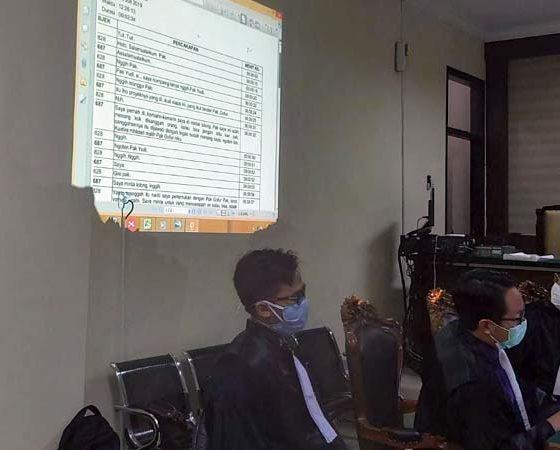 PERCAKAPAN - Jaksa KPK berusaha memutar sejumlah percakapan telepon antara terdakwa, Saiful Ilah dan para pejabat di ULP Sidoarjo serta rekanan pemenang tender yang membuat Penasehat Hukum (PH) terdakwa keberatan dalam sidang, Rabu (1/7/2020)