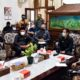 RAKOR - Sejumlah pihak terkait mengikuti acara Rapat Koordinasi (Rakor) sekaligus paparan tim Unair Surabaya soal pelaksanaan teknis Pilkades Serentak di Sidoarjo di masa pandemi Covid-19, Kamis (06/08/2020)