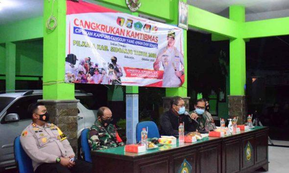 KAMPUNG TANGGUH - Kapolresta Sidoarjo Kombes Pol Sumardji menekankan Kampung Tangguh dalam acara Cangkrukan Kamtibmas di Kantor Kecamatan Porong, Rabu (21/10/2020) malam