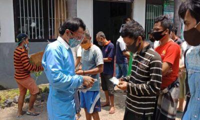 SEMBUH: Petugas mendata 56 Warga Binaan Pemasyarakatan (WBP) Lapas Kelas I Surabaya yang ada di Porong, Sidoarjo karena sembuh dari Covid-19, Selasa (06/10/2020).